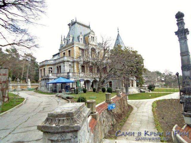 vid-na-massandrovskii-dvorec-pri-vhode