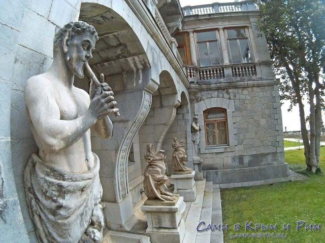 massandrovskij-dvorets-satiri