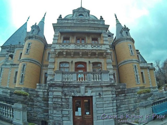 massandrovskij-dvorets-syrovii-fasad