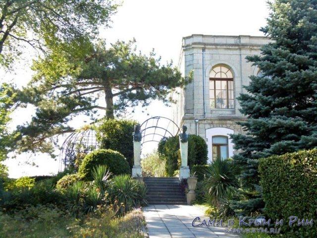 usypovskiy-dvorec-vneshnii-vid