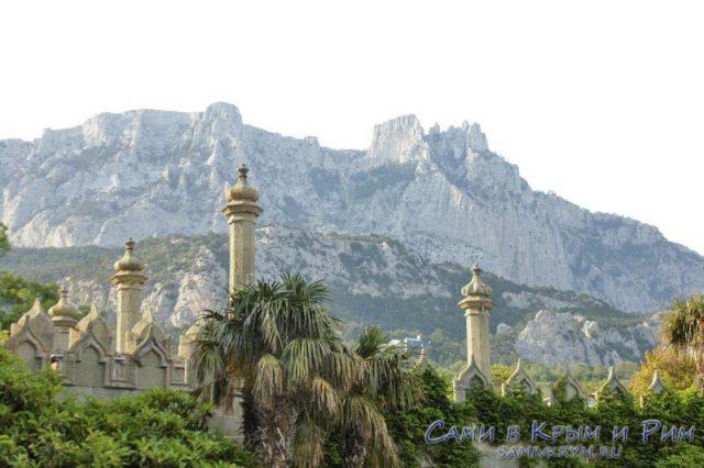 Вид-на-горы-и-дворец