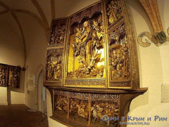 reznie-altari-v-sobore-svyatoi-anni