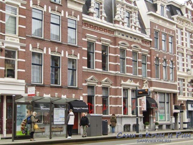 Остановка трамвая в Роттердаме