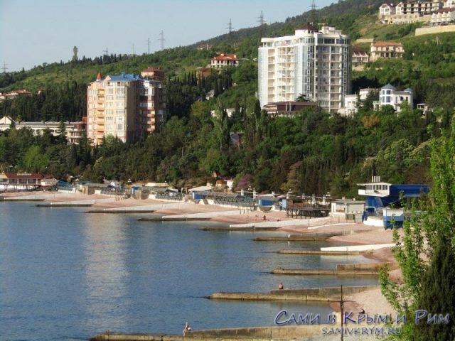 Пляжи-Гурзуфа-ранним-утром
