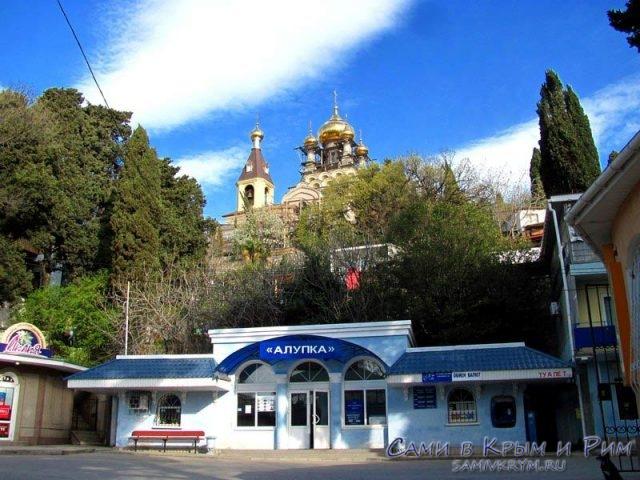 автобусная-остановка-в-Алупке