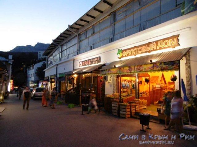 вечерний-рынок-в-Алупке