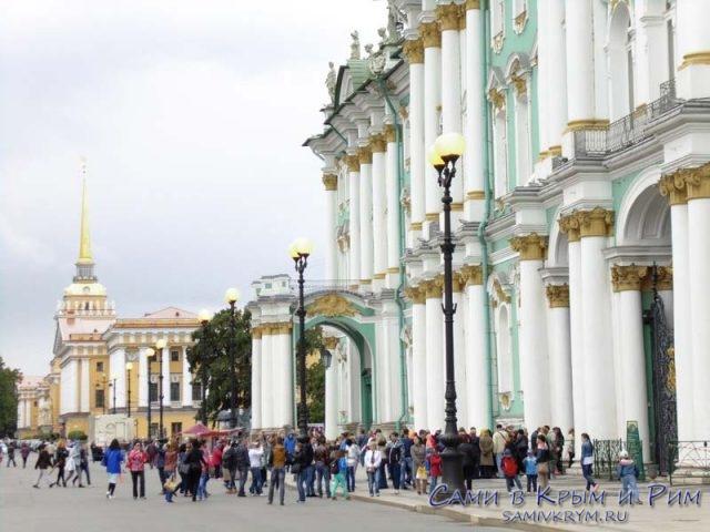 здание-эрмитажа-вид-с-дворцовой-площади
