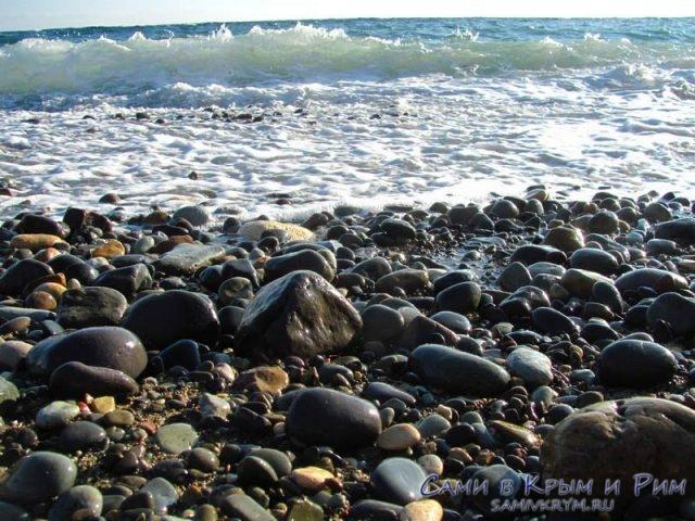Галечный-пляж-на-Фиоленте