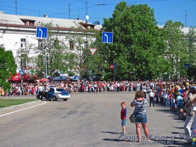 Гуляние-в-центре-Севастополя