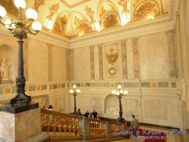 Парадная-лестница-Михайловского-замка