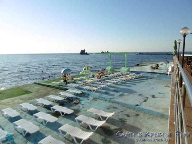 Бетонный-пляж-в-Утесе