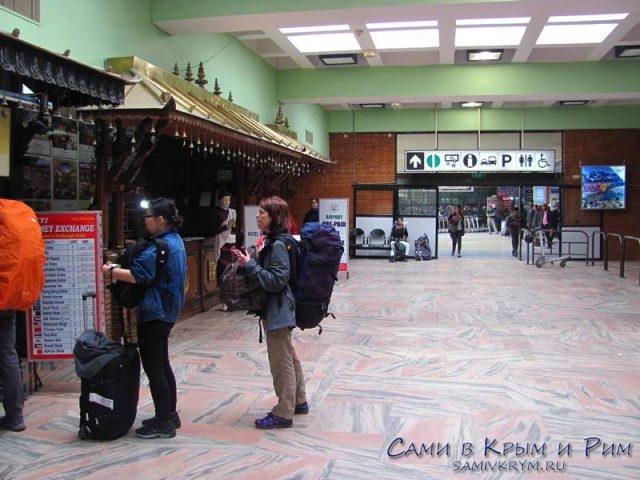 Перед-выходом-из-аэропорта