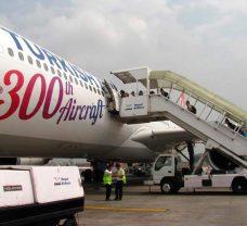 Самолет-приземлился-в-Трибухван