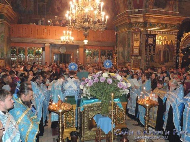 Служение-в-Свято-Троицком-соборе