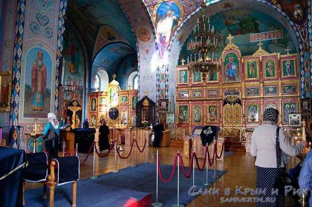 Внутри-свято-троицкого-собора