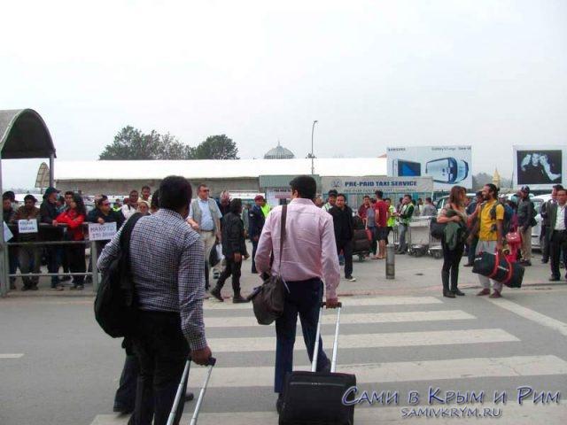 Выход-из-аэропорта