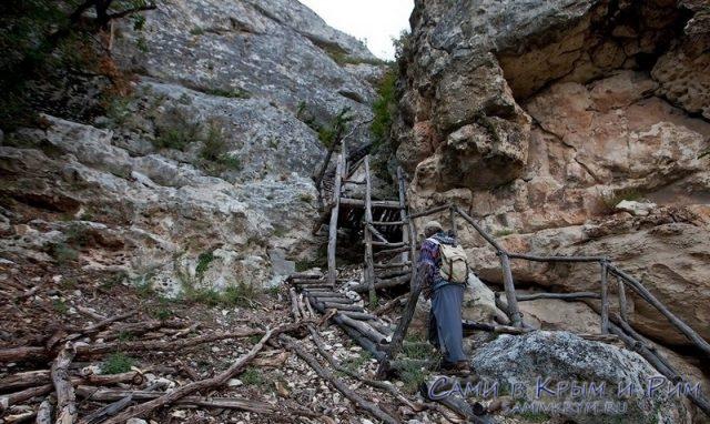 Пещерный_монастырь_на_горе_Сокол