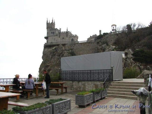 Площадка-перед-замком-Ласточкино-гнездо