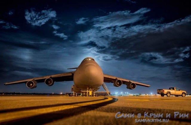 Самолет-в-аэропорту