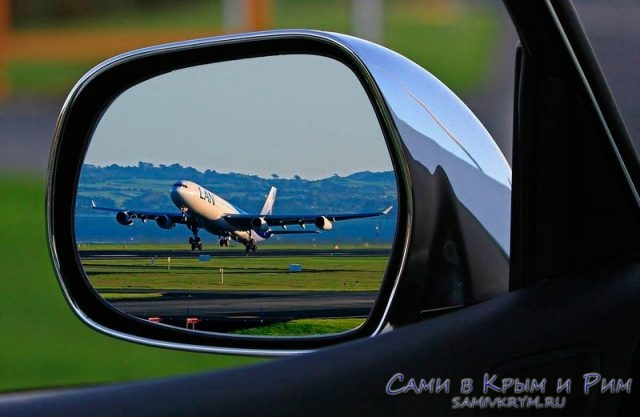 Самолет-в-зеркале-заднего-вида