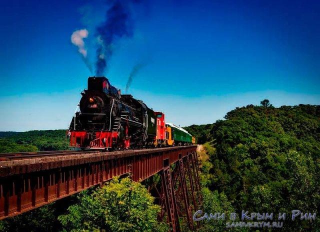 Поезд-едет-через-мост