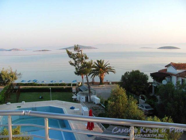 Вид-из-окна-пляжного-отеля