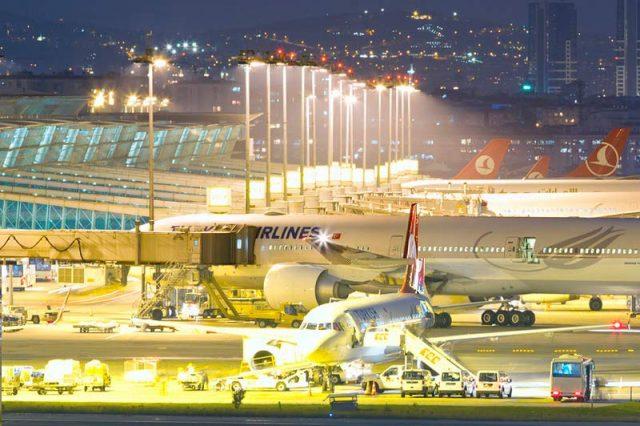 Аэропорт-Ататюрка-вечером