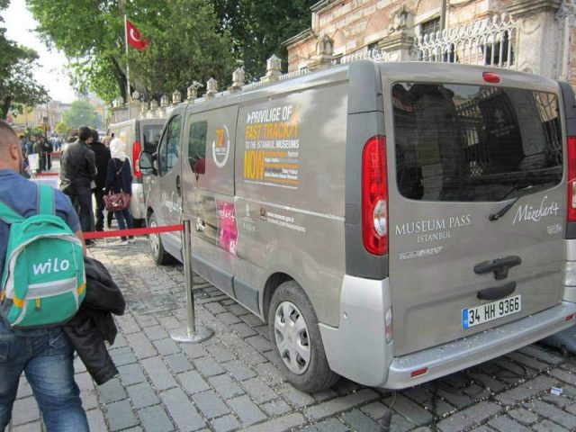 Автобус-продает-музейные-карты