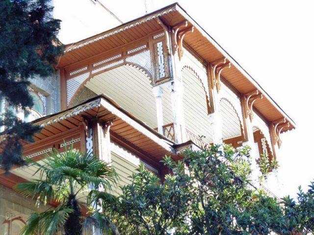 Деревянные-балкончики