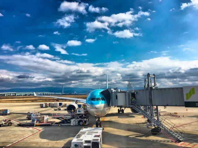 Готовят-самолет-к-взлету