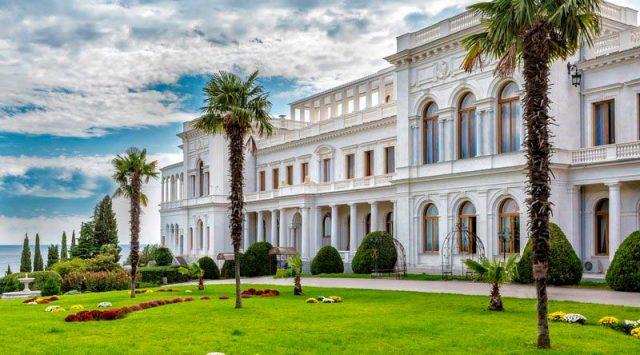 Ливадийский-дворец-в-Ливадии