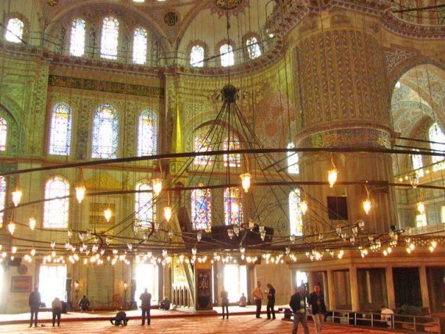 Люстры-в-мечети