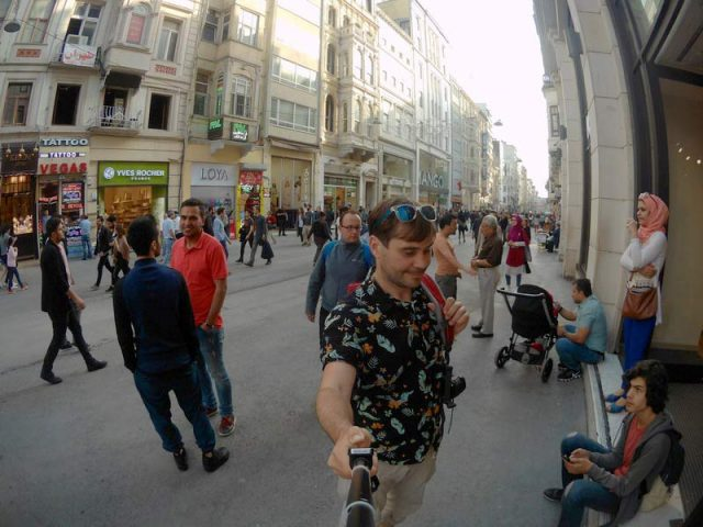 На-улице-Истикляль