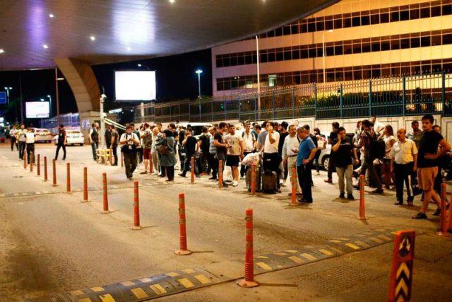 Ожидание-такси-в-аэропорту