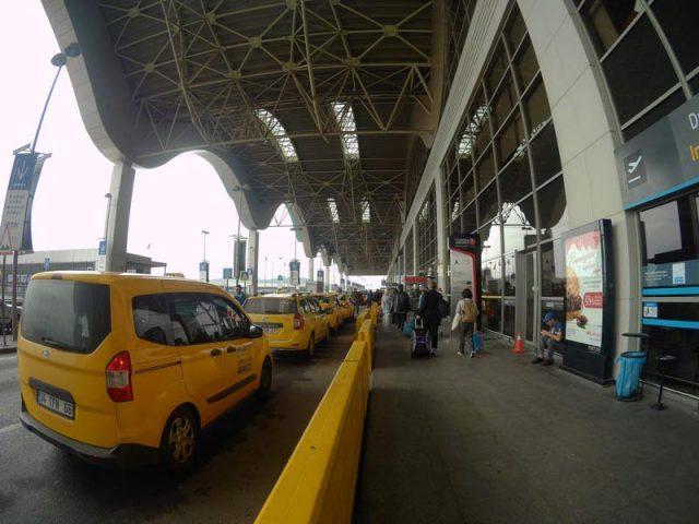 Такси-в-аэропорту-Сабиха-Гекчен