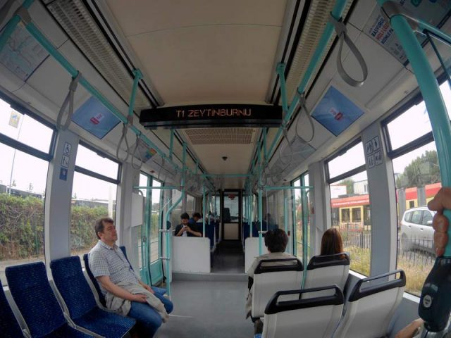 Трамвай-Т1-в-аэропорт-Ататюрка