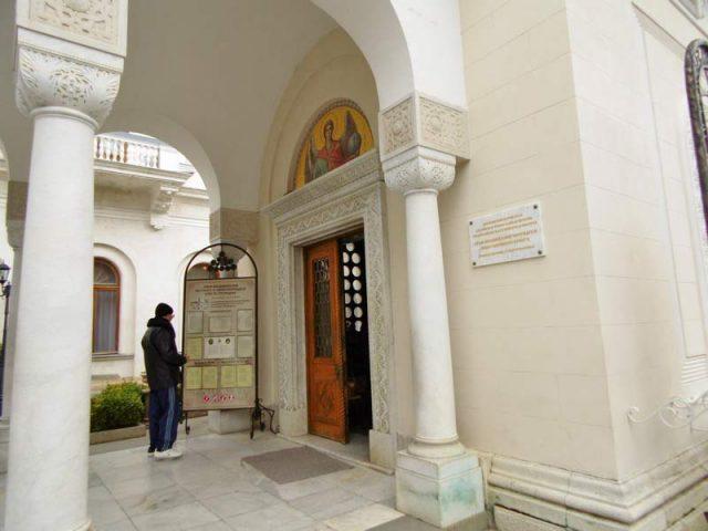 Вход-в-церковь