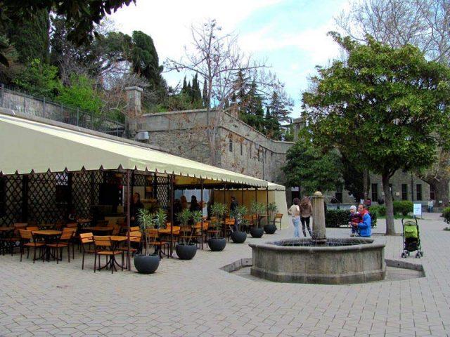 Воронцовский-дворец-кафе-на-входе