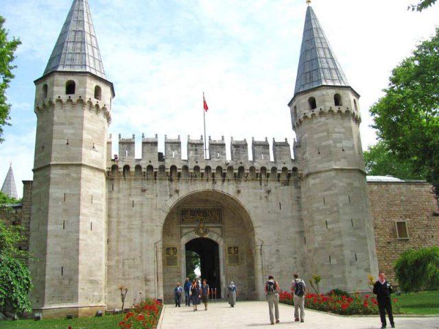 Ворота-во-второй-двор-дворца