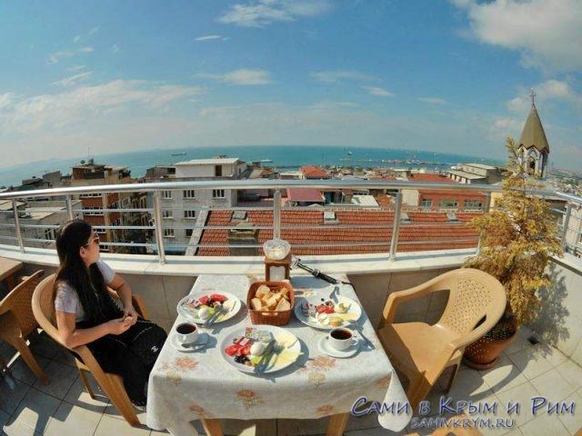 Завтрак на крыше нашего отеля