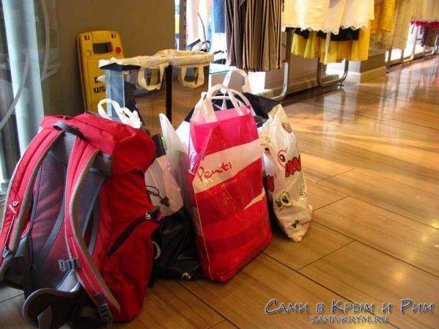 А кому то сумки таскать