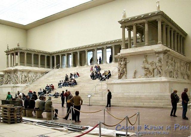 Алтарь Пергамона теперь в Берлине