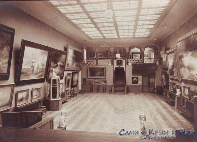 Архивный снимок - зал музея Айвазовского