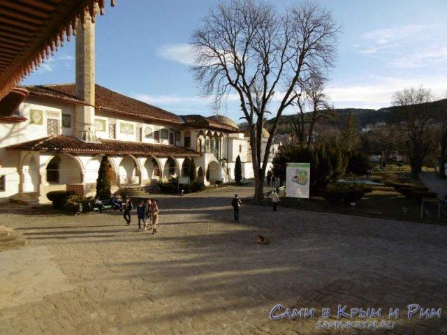 Главные двор дворца