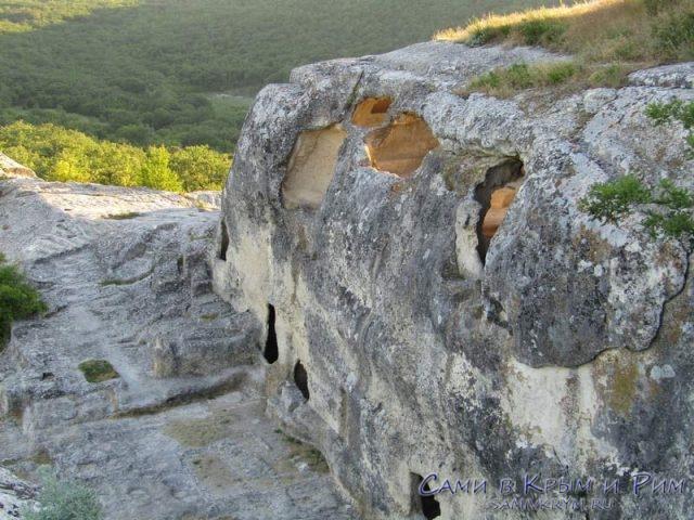 Веншние стены пещерного города