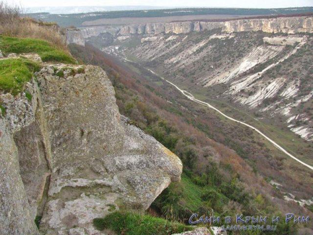 Вид на ущелье с Чуфут Кале