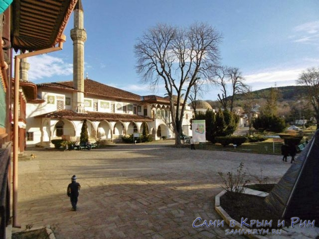 Внтуренняя-площадь-в-Ханском-дворце