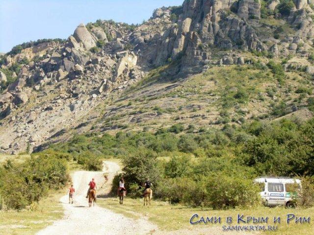 Конные прогулки в Долину Привидений
