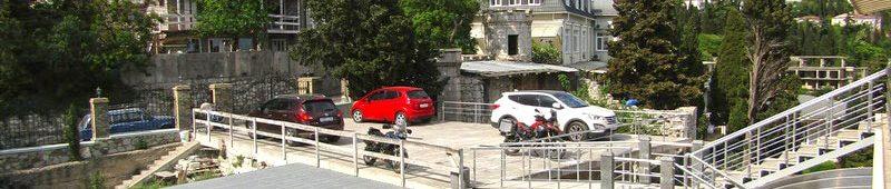 Парковка-на-территории-отеля
