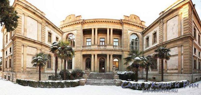 Северный вход во дворец Мордвиновых